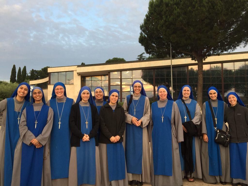 servidoras-group-pilgrimage-Divine-Love